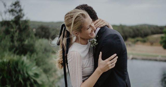 """""""A pesar de la lluvia del fin de la semana, la boda de M&M nos dejó imágenes tan bonitas con esta. Wedding planner @detallerie Photographer@saraloblaphotographer dress@santoscosturas muah @laiamartinmakeup @cruz_sus catering @lechefcatering"""" by @alcuadrado.videography. #свадьба #невеста #prewedding #casamento #marriage #noiva #bridalstyle #weddingfashion #weddingdream #weddingidea #bridalinspiration #bridalinspo #rusticwedding #bridalgown #bridaldress #свадебноеплатье #vestidodenoiva…"""