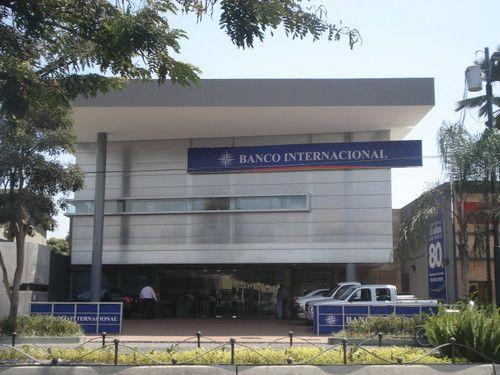 BANCO INTERNACIONAL URDESA : Provision e instalacion de pantallas de vidrio templado, puertas de ingreso, louvers con aluminio, recubrimiento de aluminio compuesto y pantallas de policarbonato