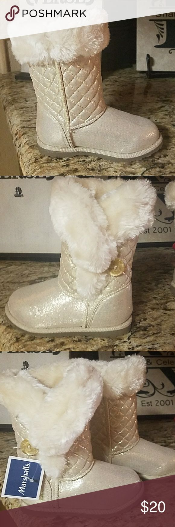 Girls Boots Pretty gold color shimmery fur lined boots, bought at Marshalls, adorable warm comfortable boots. Shoes Boots