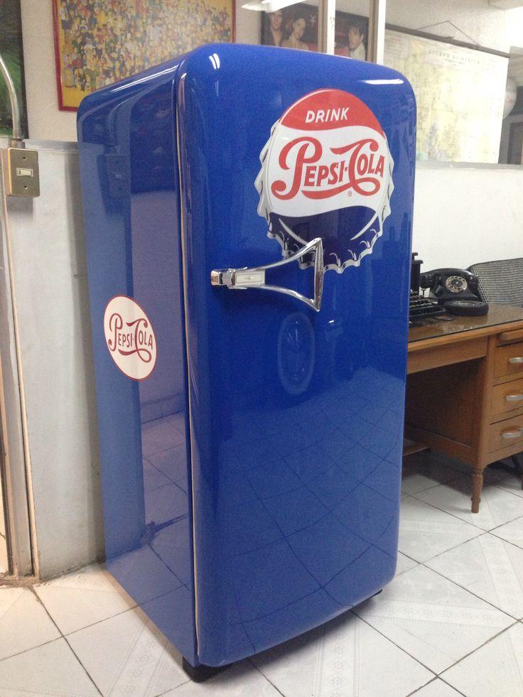 EN VENTA  refrigerador vintage  totalmente restaurado y funcionando !!! Me dedico a restaurar refrigeradores de los 40s y 50s informes soulebeta@yahoo.com