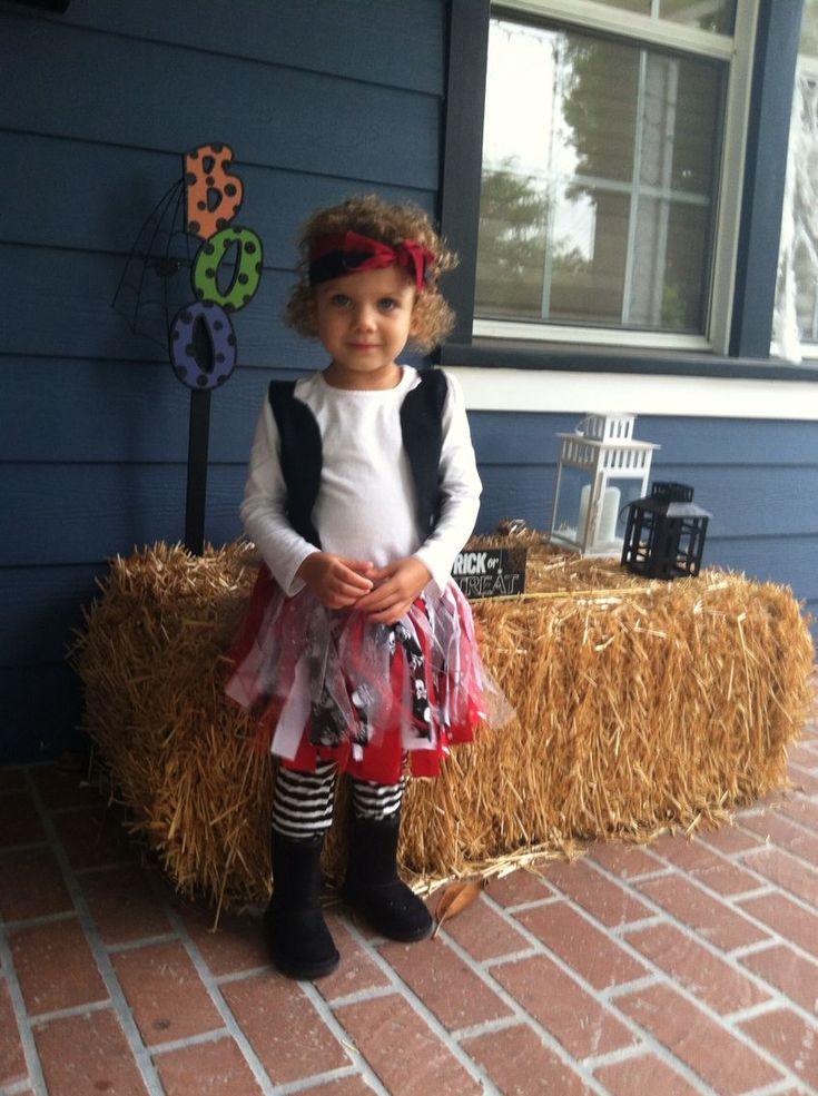 DIY little girl pirate costume!! #diypiratecostumeforkids DIY little girl pirate…