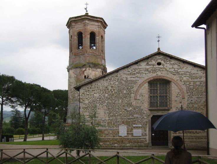 Abbazia di San Salvatore di Montecorona , a 4 Km da Umbertide , Peugia ; fu fondata nel 1008 da san Romualdo.