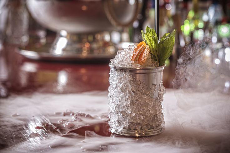 Το απόγευμα της Παρασκευής ενδείκνυται για ένα δροσερό cocktail. Είναι ότι πρέπει μετά από μια κουραστική εβδομάδα. Κάντε ένα μικρό δωράκι στον εαυτό σας και ελάτε να απολαύσετε ένα από τα πολλά Signature Cocktails του John Samaras στο Pasaji! #Pasaji #PasajiAthens #CityLink #Athens #Cocktails #AthensFood #Restaurant #AthensRestaurant #FoodInAthens #RestaurantInAthens #LunchBreak #Athens