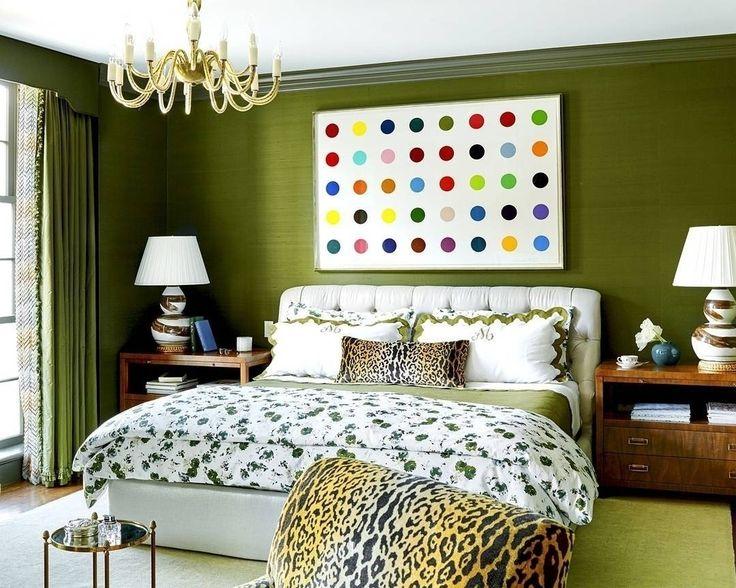 Оливковая #спальня, цветочные #орнаменты и леопардовй #принт - выглядит очень гармонично. Дизайнер @baileyquin #trend #ткани #galleria_arben