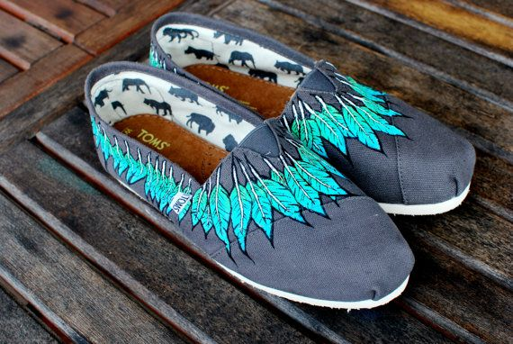 Feather Moccasin: Shoes, Custom Tom, Feathers Moccasins, Style, Tom Feathers, Moccasins Tom, Feathers Tom, Dreams Closets, Diy Hands Painting Tom