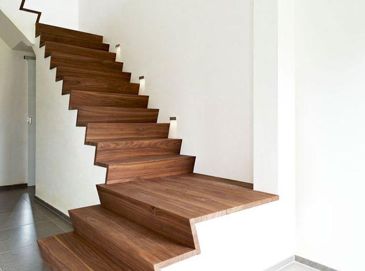 25 beste idee n over moderne trap op pinterest trappen for Spiltrap hout