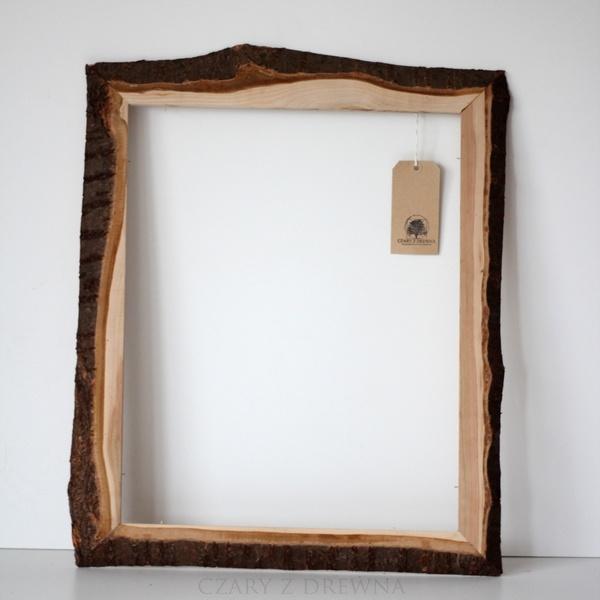 Rama na lustro/grafiki/tablice wykonana z czereśniowego drewna wraz z oflisem.    Rama ma zamontowane zawieszki. Jest przygotowana do oszklenia.    ...