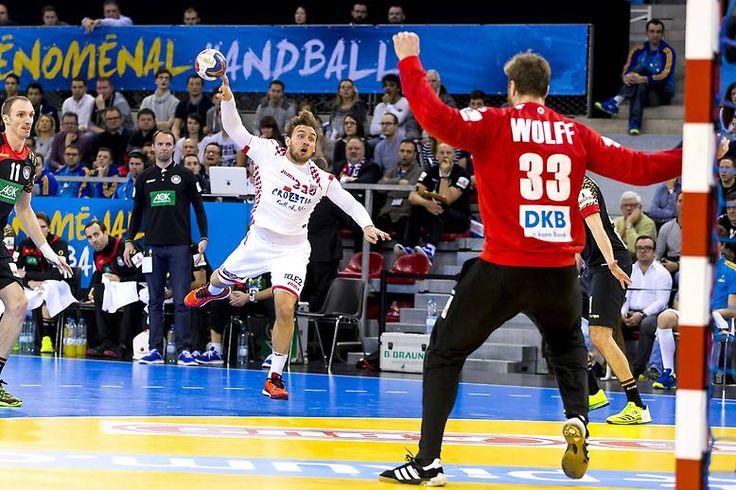 Den besseren Start erwischen die Kroaten, nach vier Minuten führen sie 3:1. Die deutsche Abwehr bekommt keinen Zugriff, Keeper Andreas Wolff keinen Ball zu fassen ...