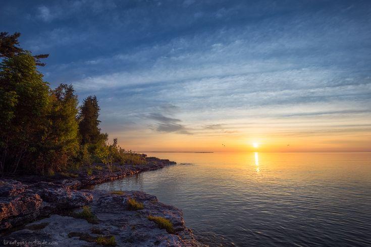 Last weekend's sunrise over Wisconsin's Lake Michigan shoreline [OC][1200x800]