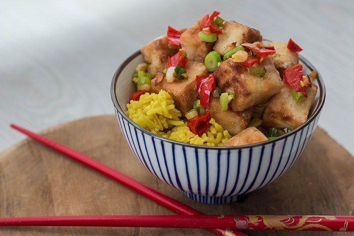 Recept: Gele rijst met crispy tofu