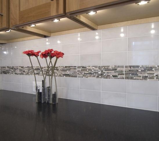 Kitchen Backsplash Accents: 1000+ Ideas About Tiled Kitchen Countertops On Pinterest