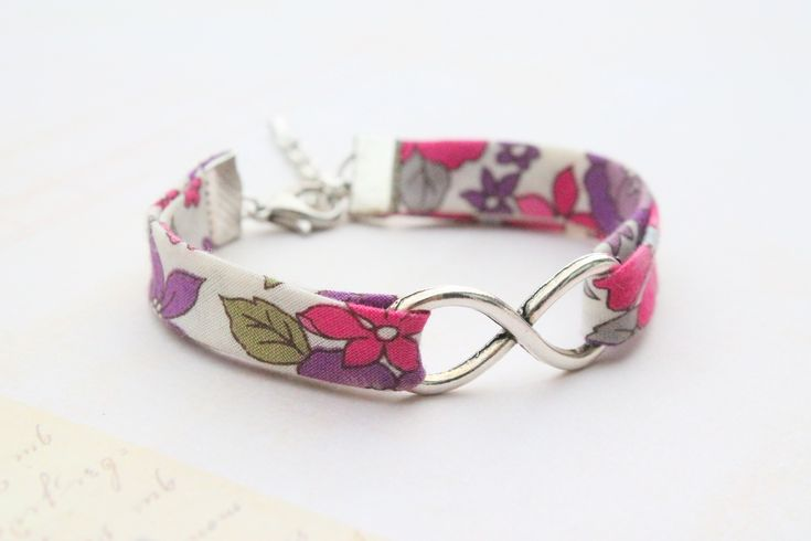 Collection INFINITY - Bracelet Tissu Liberty Fleuri Infinity : Bracelet par tahomaemera