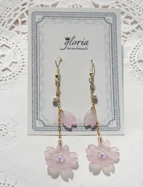 揺れる桜のピアス