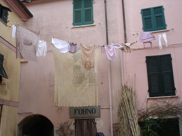 Backstage panni stesi in piazza Vitt.Veneto