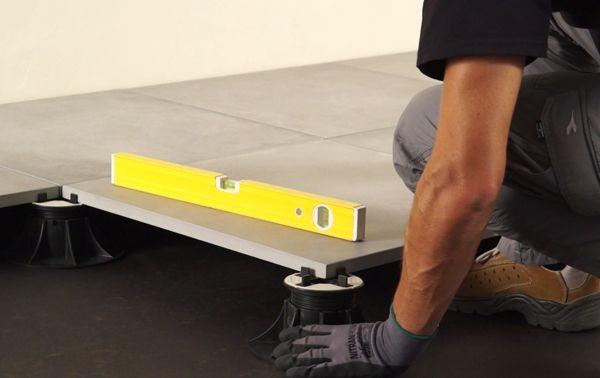 Carrelage Clipsable 2cm Comment Realiser Une Pose Sur Plots Carrelage Exterieur Poser Du Carrelage Comment Poser Du Carrelage