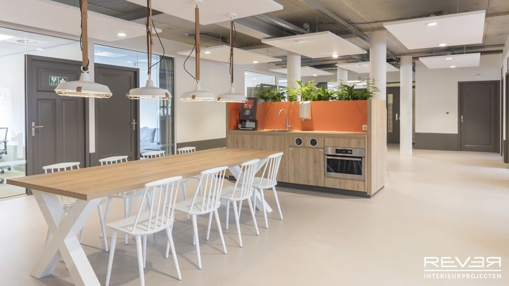 Kantoor Bureau Jeugdzorg Venlo. Ontwerp & realisatie door Rever Interieurprojecten. #kantoor #office #interieur #interior #interieursinspiratie #interiorinspiration #pantry #flexworking