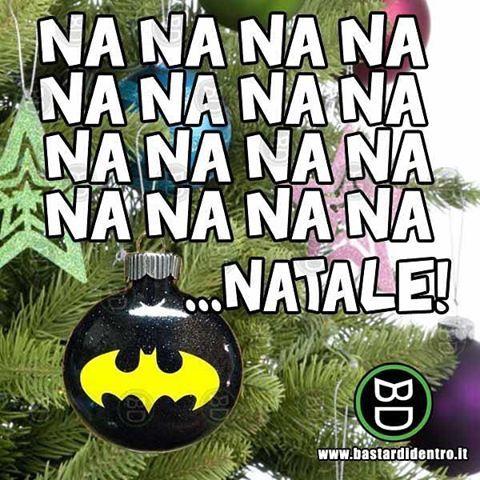 Buon Natale a tutti voi!  Seguici su youtube/bastardidentro #bastardidentro #batman #Natale www.bastardidentro.it