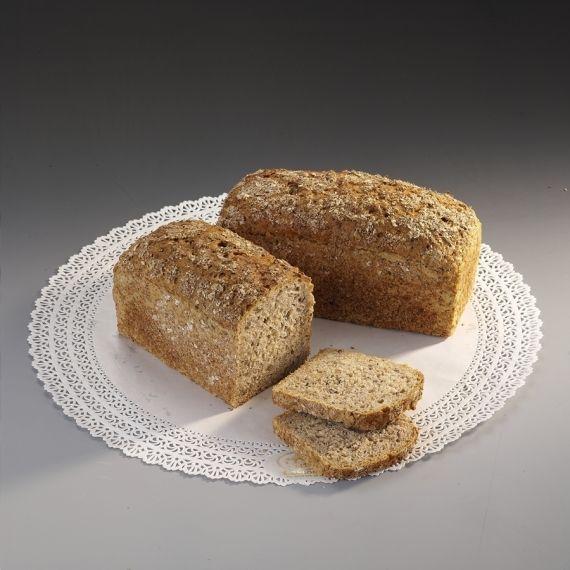 Chleb graham ze słonecznikiem Chleb wykonany z mąki pszennej graham z domieszką żytniego zakwasu. Dodatek słonecznika (15%) i ziaren siemienia lnianego (3%) powodują, że chleb jest wilgotny, a także odżywczy. Doskonały do kanapek. Na zewnątrz obsypany obficie mąką graham.