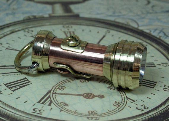 Steampunk illuminatore torcia elettrica di SteampunkCorporation