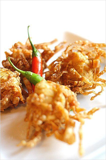 Fried Shrimp/Prawn Balls Recipe | Easy Asian Recipes at http://RasaMalaysia.com Just saw a cajun chef fry these shrimp heads up and called them shrimp spiders for Halloween