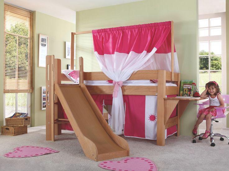 Łóżka z kolekcji Wendy powstały z myślą stworzenia w pokoju dziecka doskonałego miejsca od zabawy i rozwoju. Prezentowane łóżko piętrowe zostało wykonane z drewna bukowego, dostępnego w kolorach: naturalnym olejowanym. Podstawowa cena produktu zawiera łóżko antresolę ze zjeżdżalnią, drabinką i stelażem. Podstawowa cena nie zawiera kolorowych dodatków, tekstylnego baldachimu zasłonek i zagłówków. Oferowane łóżko oraz wszystkie pozostałe produkty w te...