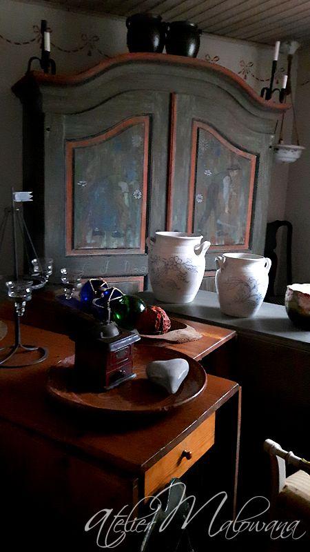 Niezwykła, majestatyczna szafa ziemiańska w stylu barokowym. Pochodzi z 1819 roku. Poddana została gruntownej, profesjonalnej renowacji - z zachowaniem oryginalnego charakteru dekoracji malarskiej. © 2016 Atelier Malowana. All rights reserved. http://ateliermalowana.pl/