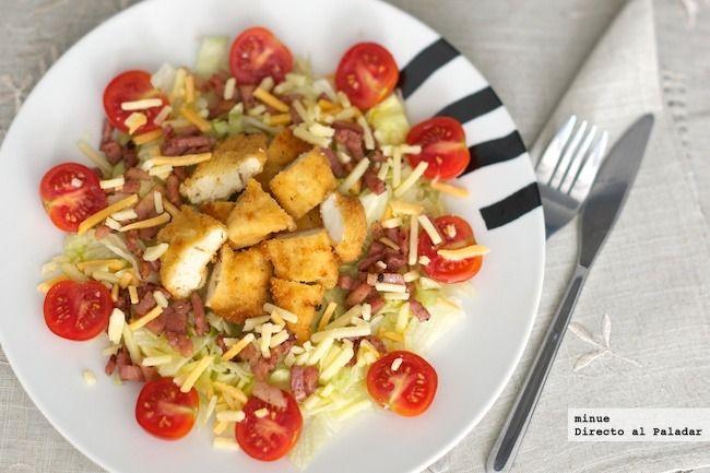 Receta de ensalada de pollo y bacon. Fotos del paso a paso, los ingredientes y la presentación. Trucos y consejos de elaboración. Recetas de ensaladas
