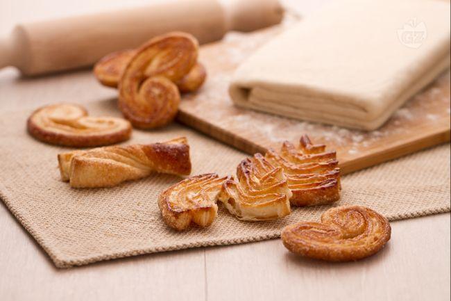 La pasta sfoglia è una tipica preparazione di base utilizzata in pasticceria per la realizzazione di molti dolci e torte salate.