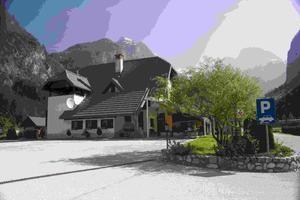 Gostilna Metoja se nahaja v Trenti v bližini reke Soče. Nudijo 3 apartmaje za  3 do 4 osebe. V okolici apartmajev je prostor za piknik in letni vrt. Na voljo je dostop do interneta. Več informacij o apartmajih najdete na spletni strani ApartmajiDirekt.com v kategoriji apartmaji Bovec.