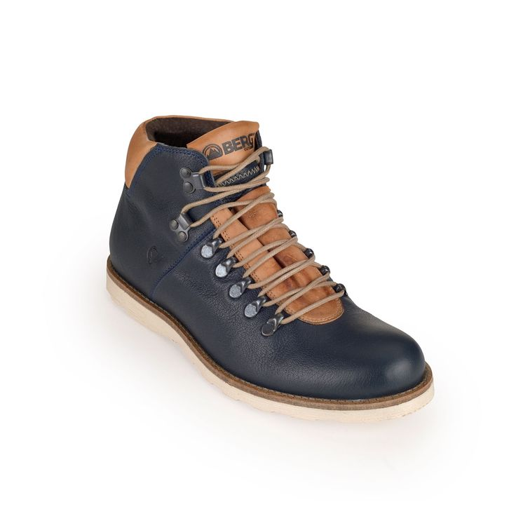Enjoy walking in this highly sturdy boot with a classical design, ideal to wear on cold days in the city.
