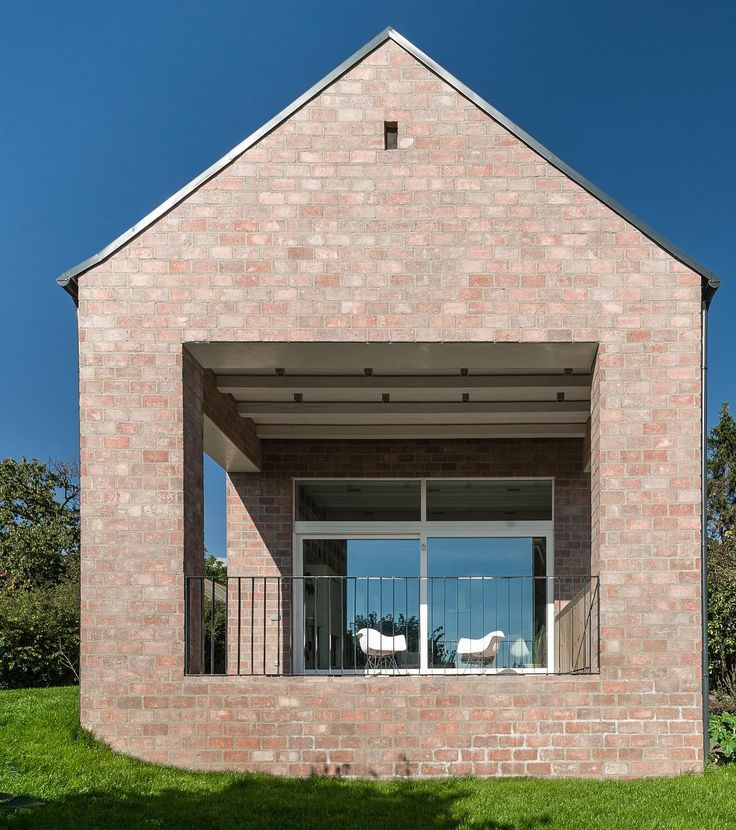 The Long Brick House by Foldes Architects / Architects: Laszlo Foldes, Peter Sonicz / Photo © Levente Sirokai     The terrace creates a large interface between the interior, the garden and the surrounding landscape. Here the family may have breakfast or dinner and enjoy the magnificent view at the same t...