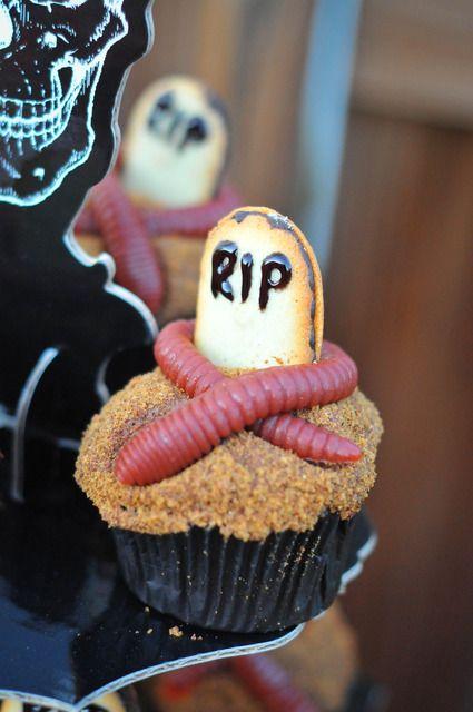 Gross Halloween cupcakes