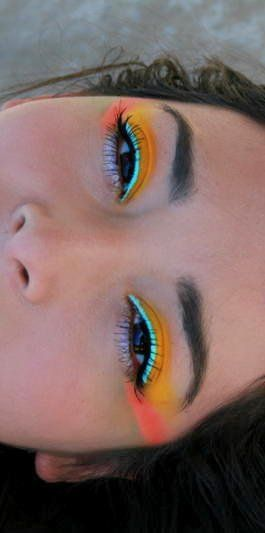 very bright colourful eye with a natural brow ;)