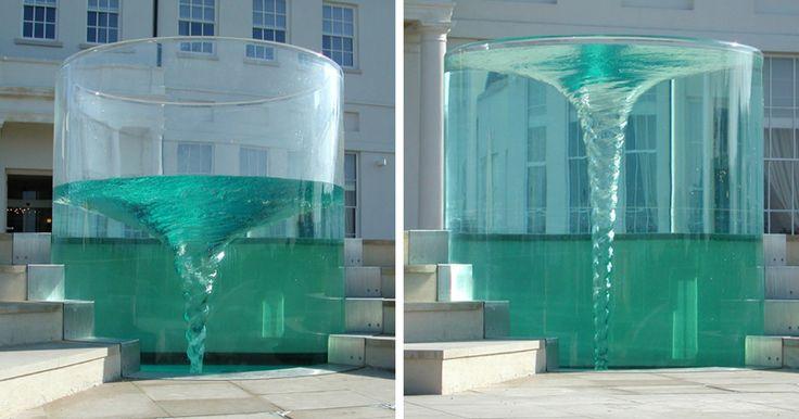 Творение британского скульптора Уильяма Пайя для отеля Seaham Hall and Serenity Spa в Сандерленде. В Одиссее Харибда морской водоворот, тревожимый незримой водяной богиней.
