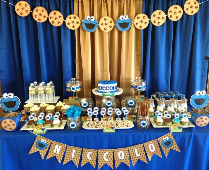 Cookie Monster birthday party dessert table