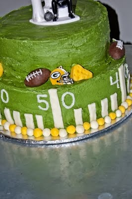 ha ha ha, I wonder if I could recreate this for my dad's birthday: Packers Cake