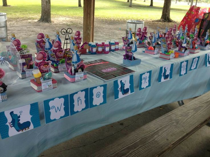 Whooo R  U? Favor Station with Personalized Favors