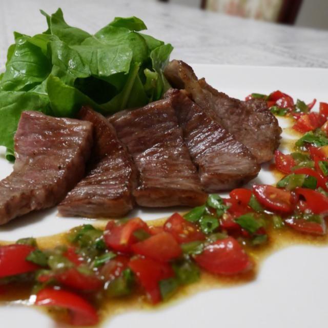 仙台牛イチボ肉を、山葵とトマトのソースでさっぱりとo(^_^)o - 291件のもぐもぐ - 仙台牛イチボの山葵トマトソース添え by ldhappiness