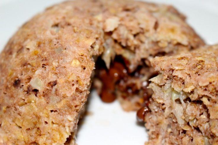 Bowlcake chocolat coeur fondant au chocolat Pour 4 propoints, c'est cadeau ! Ingrédients – 1 banane – 35 g de flocons d'avoine – 1 blanc d'oeuf – 1 c. à c. de cacao amer – 2 c. à s. de lait nature – 1 carré de chocolat noir Préparation – Dans un bol, écrasez la banane. – Ajoutez le blanc d'oeuf et le lait et mélangez le tout. – Ajoutez les flocons d'avoine et le cacao amer et mélangez jusqu'à obtenir une belle préparation uniforme. – Faites chauffer au micro-ondes durant 1 minute. – Sortez…
