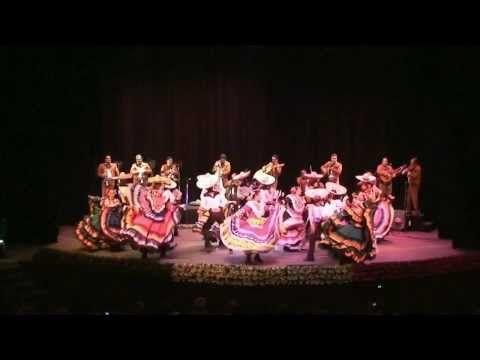 La Culebra y La Negra - Mariachi Vargas de Tecalitlán con el Ballet Folklorico del ITLP - YouTube