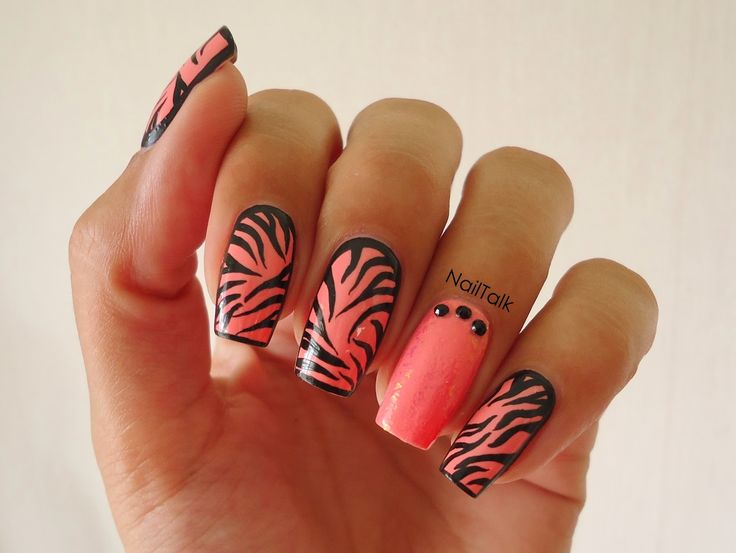 Zebra nail-art door Nailtalk.nl