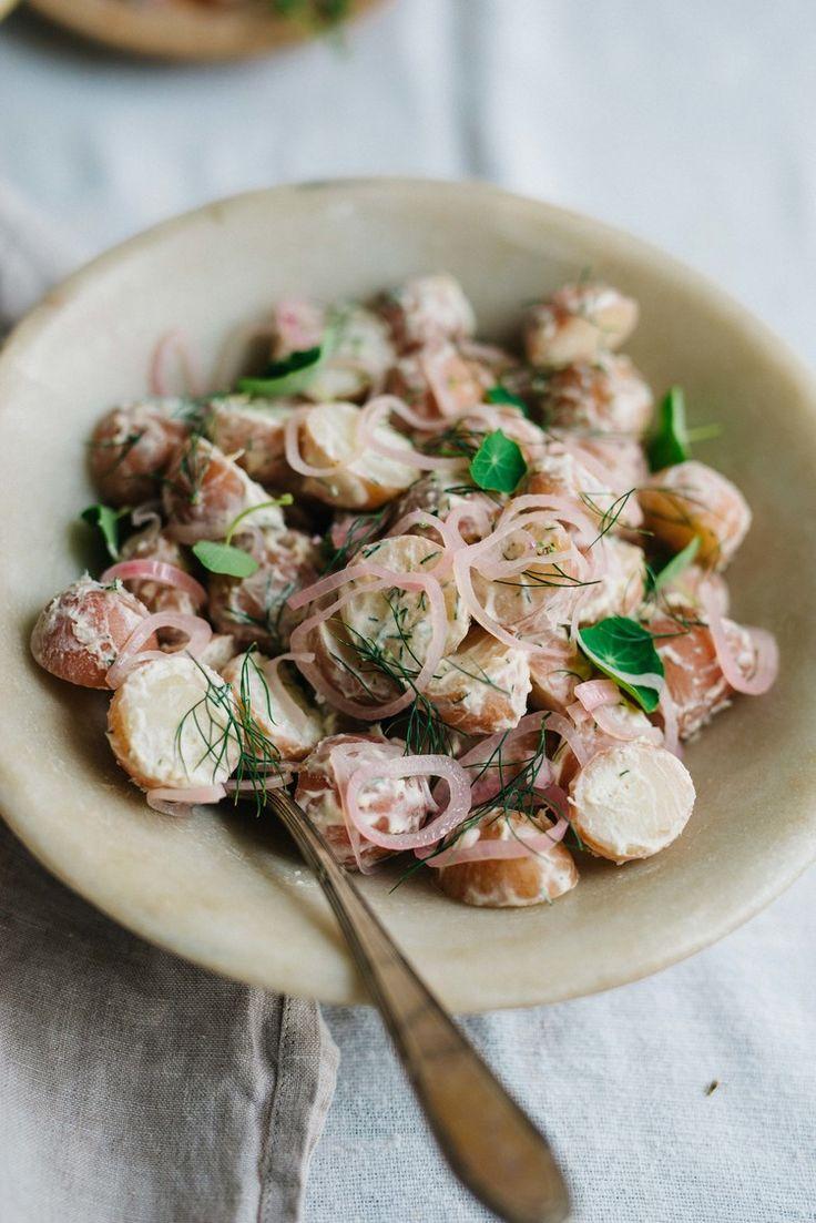 Creamy Horseradish Potato Salad w/ Pickled Shallots & Dill | dolly and oatmeal #vegan