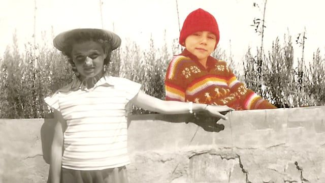 a video by Francesca Fini music: Paul Pitman, Brendan Kinsella  il progetto nasce con un video che mescola linguaggi diversi: il documentario di creazione, la video arte e la performance art. Stili e modalità diverse di racconto si sovrappongono e si compenetrano in un viaggio in cui il tempo si flette e si piega fino a farmi incontrare mia madre in una dimensione astorica ma piena di senso - perché è in questo incontro impossibile che si raggiunge il senso della mia vita profondamente se...