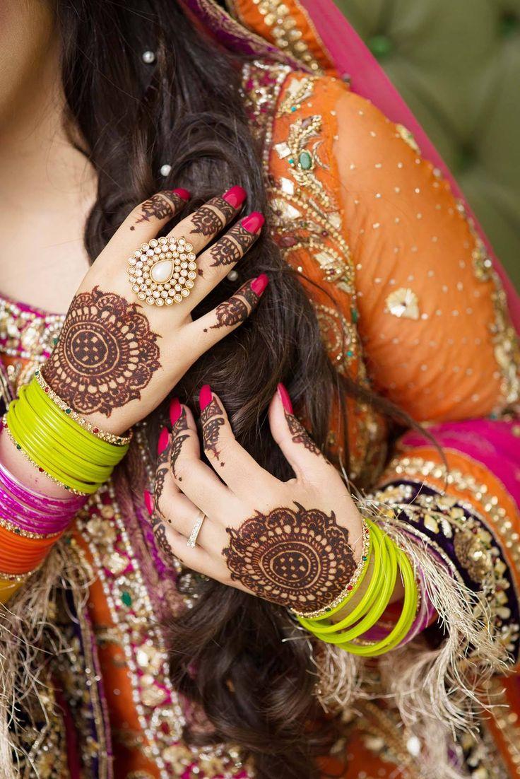 Pin mehndi and bangles display pics awesome dp wallpaper on pinterest - Maha S Design And Photography