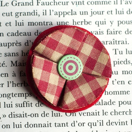 "1.7"" Fabric brooch 'Confiture' - $13.30  #broche #brooch #tissu #fabric #peachbanana"