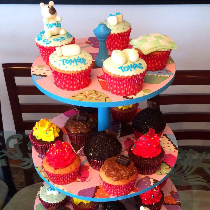 Cupcakes para Baby Shower con diseños personalizados. Envíanos tus diseños o visítanos en la Cra 11 No. 138 - 18 L3 - #SoSweet #Pastelería #Repostería #PasteyShop #Cakes #Artcakes #Cupcakes #CupcakesEnBogotá #CupcakeFactory www.SoSweet.com.co