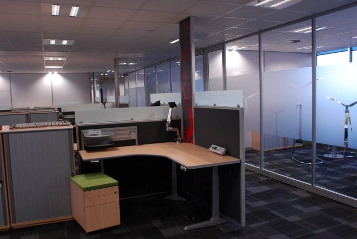 Able's System 50 Floor Based Screen with integrated Power Panel