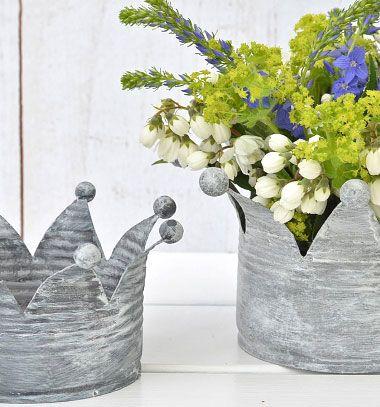 DIY Shabby-vintage crown shape planter from a tin can // Korona alakú kaspó konzervdobozból - kreatív újrahasznosítás // Mindy - craft tutorial collection // #crafts #DIY #craftTutorial #tutorial #UpcyclingCraft  #TinCanCraft #Upcycling #RecyclingCraft