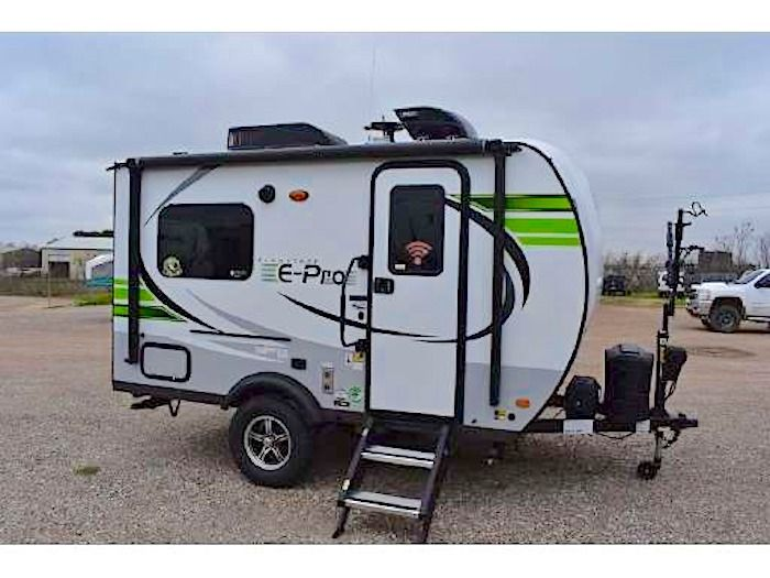 8 Best Small Campers Under 2 000 Lbs With Bathrooms Rvblogger In 2020 Small Campers Small Camping Trailer Small Travel Trailers