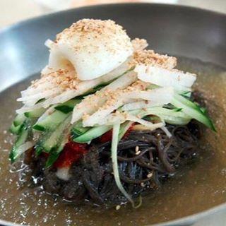 こんにちは! 鋳物焼肉3136です(#^.^#) . . 日差しが真夏ですね…。 . こんな日は、さっぱりとした特製冷麺がオススメです(#^.^#) . #六本木 #完全個室 #鋳物焼肉 #表参道 #韓国料理 #サムギョプサル #個室#姉妹店 #肉フェス #同伴 #個室焼肉 #隠れ家 #マッコリ #大江戸線 #新大久保 #チーズダッカルビ #韓国 #韓国旅行 #肉 #姉妹店 #表参道 ##六本木 #完全個室 #鋳物焼肉 #表参道 #韓国料理 #サムギョプサル #個室#姉妹店 #肉フェス#冷麺
